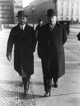 מימין: גוסטב שטרזמן ויוליוס קורטיוס. צילום: הארכיון הפדרלי של גרמניה