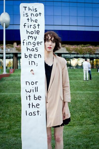 מירנדה ג׳ולי בעבודה שיצרה ב-2011.