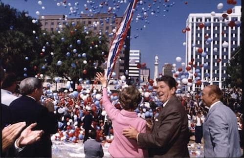 רונלד רייגן ואשתו ננסי בצפון קרוליינה בעת קמפיין הבחירות שלו לנשיאות ארה״ב, 1980. צילום: ספריית רונלד רייגן