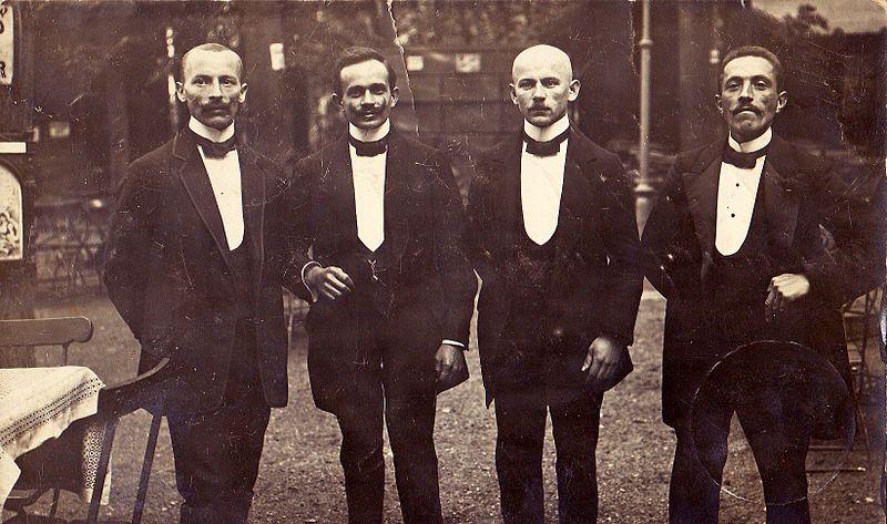 מלצרים בפולין ב-1913.