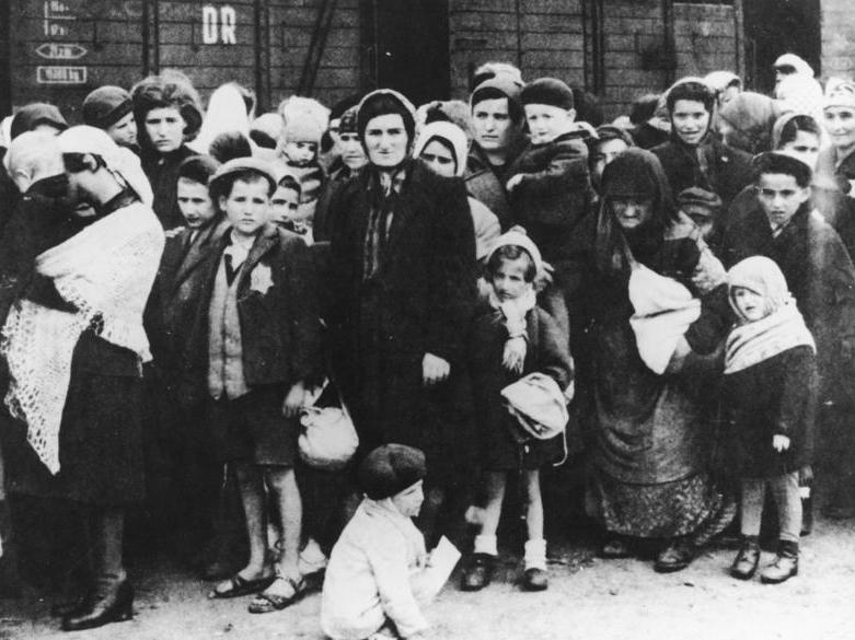 יהודי הונגריה מגיעים לאושוויץ, 1944.