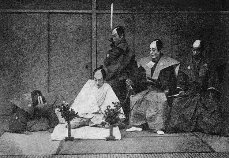 יפנים מתכוננים לטקס ההתאבדות המסורתי הנקרא ספוקו, הידוע במערב כחרקירי.