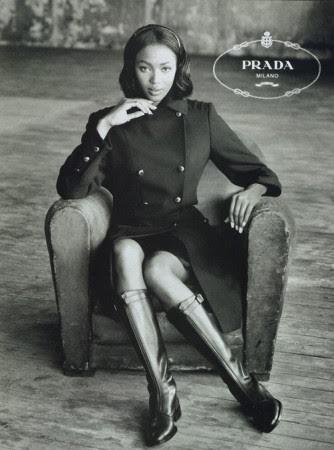 נעמי קמבל בקמפיין של פראדה, 1994.