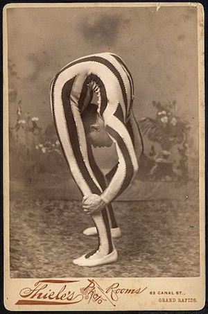 ״נער גומי״ ב-1880 בניו יורק.