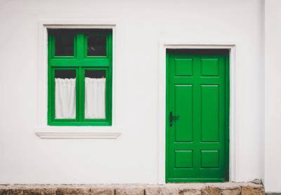 דלת וחלון ירוקים