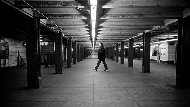 תחנה של הרכבת התחתית בניו יורק מאת תומאס ליאותאר