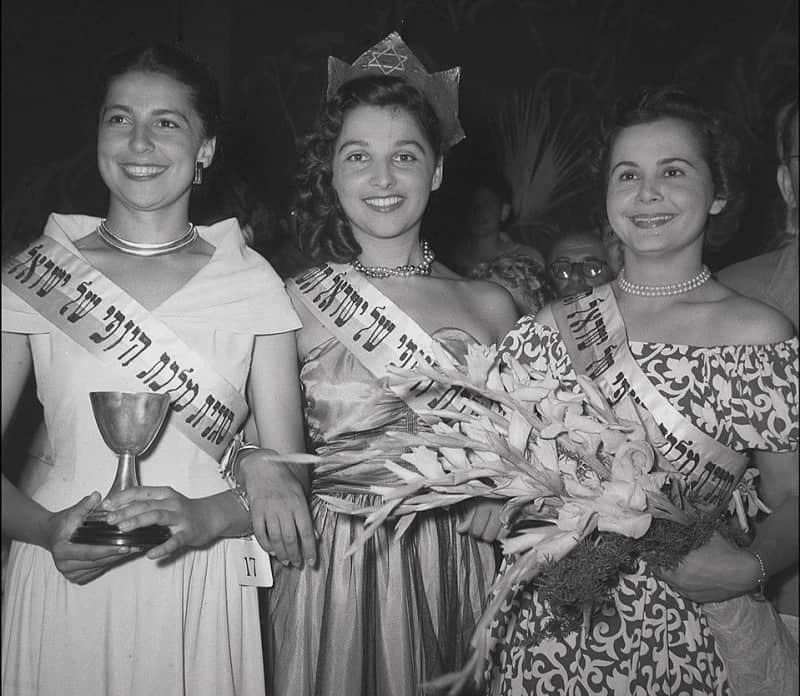 מלכת היופי לשנת 1950, מרים ירון (במרכז) וסגניותיה.