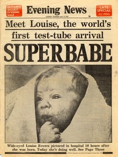 כותרות העיתונים ב-1978 המבשרות על הולדתה של לואיז, תינוקת המבחנה הראשונה.