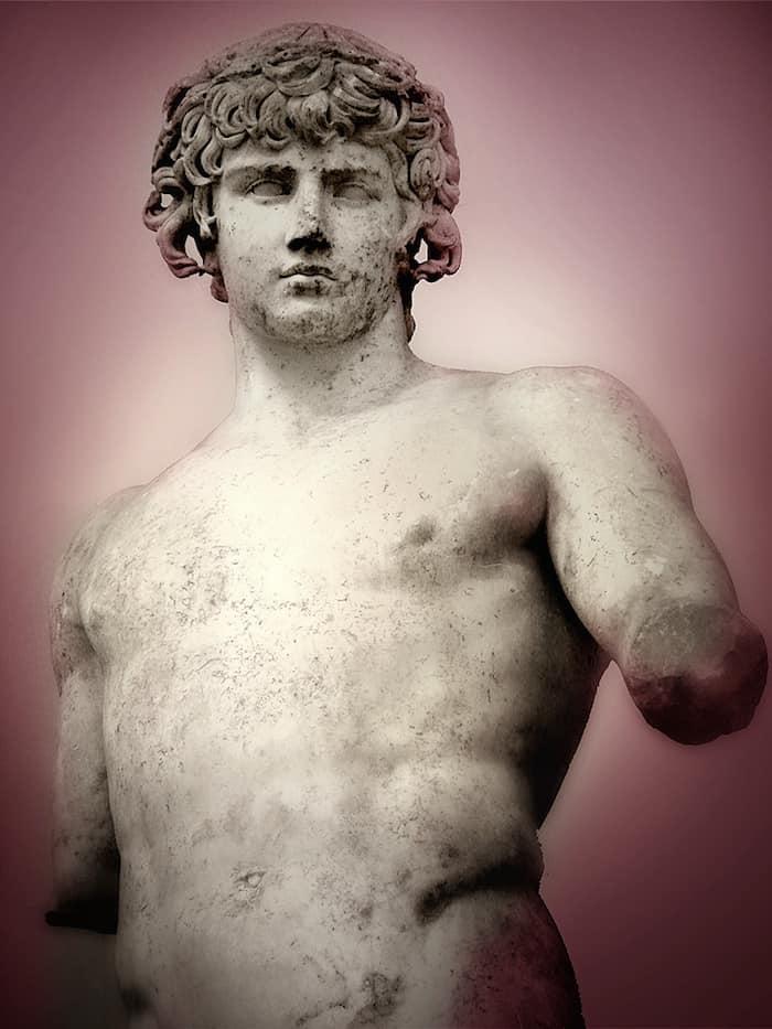 אנטינואוס, פסל מהתקופה ההליניסטית המוצג במוזיאון הארכיאולוגי בדלפי