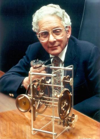 הפיזיקאי האנגלי דרק דה סולה פרייס גילה כי מספר המאמרים המדעיים בתחומי המחקר השונים מכפיל את עצמו מדי 15 שנה. צילום באדיבות בנו.