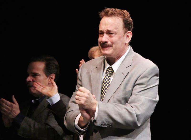 טום האנקס בוכה מהתרגשות בהצגת הפרמיירה שלו ל- The Broadhurst ב-2013 בניו יורק. צילום: גטי אימג׳ס
