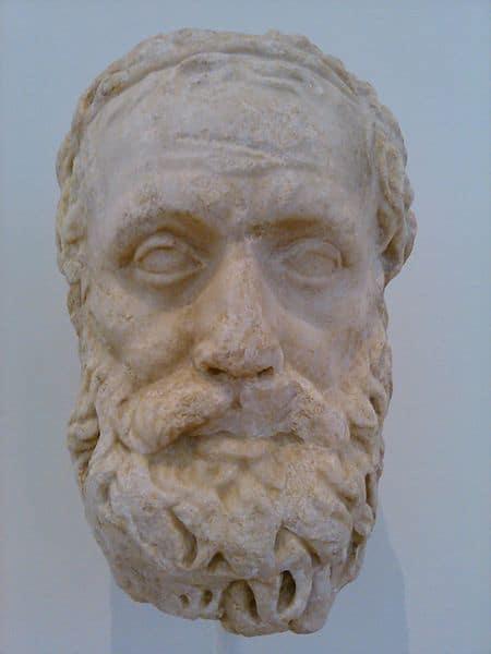 פסל של המחזאי אייסכילוס.