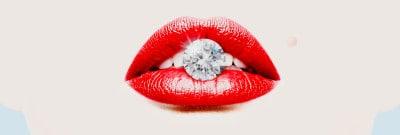 יהלום בפה של אישה