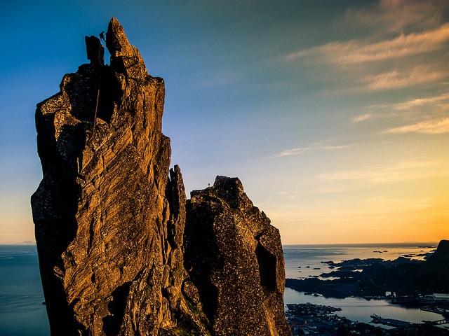 טיפוס חופשי על סלעים בנורבגיה