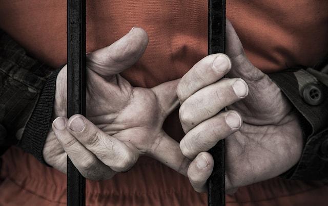 עד נגד עינויים, ידיים שבויות: ג'סטין נורמן