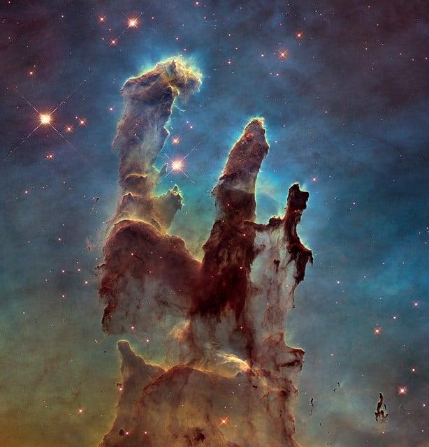"""""""עמודי הבריאה"""", באמצעות טלסקופ האבל"""