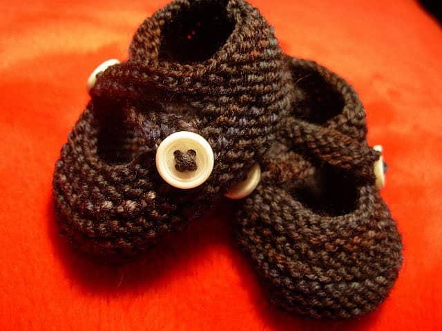 נעליים סרוגות לתינוקות.