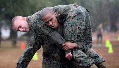 מבחן סיבולת בחיל הנחתים האמריקני.