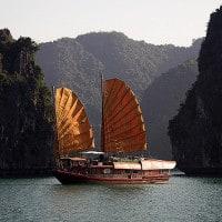 סירה סינית מסורתית בוויטנאם,
