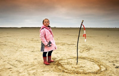 ילדה דנית על חוף הים