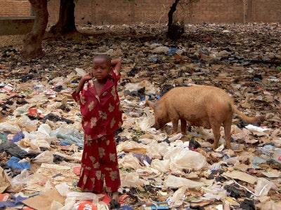 ילדה באשפה, בורקינה פאסו