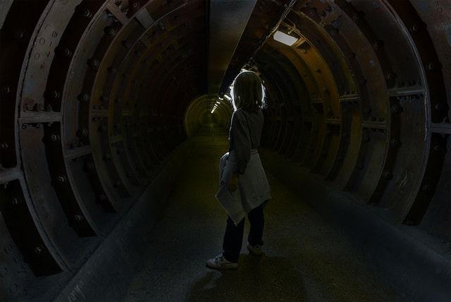 רצון חופשי, ילד במנהרה