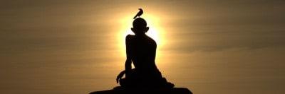 פסל גנדהי בשקיעה