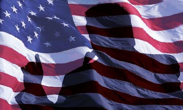 """טראמפ, דגל ארה""""ב"""
