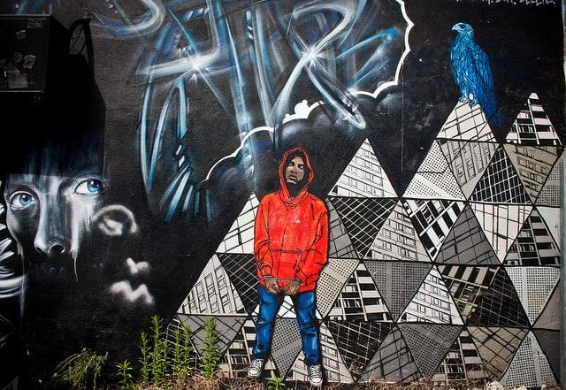 ציור קיר של צעיר שחור אזוק, ברייטון