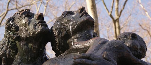 מהגרים, פסל