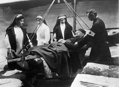 פינוי חייל פצוע במלחמת העולם הראשונה