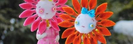בובות ילדים עם פנים של פרחים