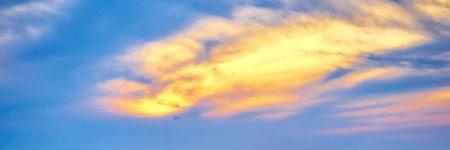 אלוהים, שמיים עם עננים בשקיעה