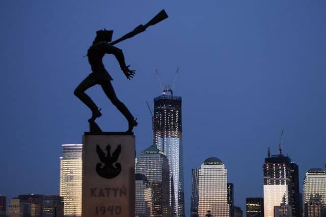 האנדרטה לזכר טבח קאטין