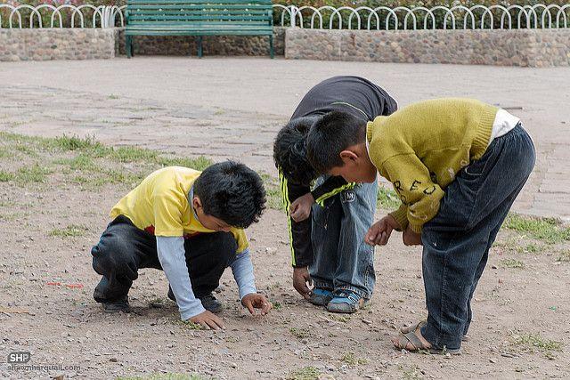 ילדים משחקים בגולות, פרו