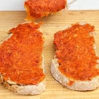 לחם עם ממרח עגבניות קטלוני, sobrassada