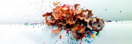 שאריות מחידוד עפרונות בצבעים