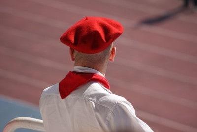 איש באסקי עם כומתה אדומה
