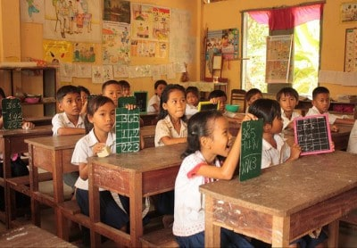 קמבודיה, ילדים, כיתה, כתיבה בלוח