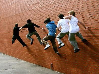 גברים רצים על קיר לבנים, בלפסט