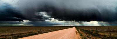 כעס, עננים שחורים על נוף פתוח