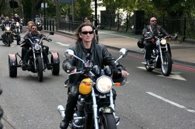 מלאכי הגיהינום, תהלוכה, אופנוענים