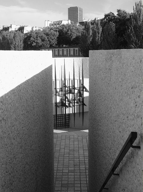 אנדרטה לגירוש היהודים, פריס, עירייה