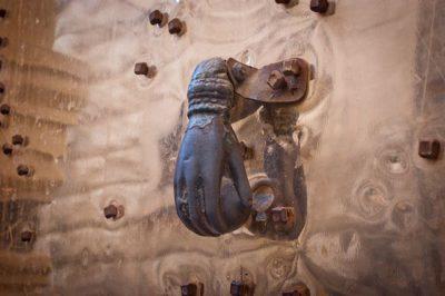 חלב. סוריה. עיטור מתכת בדלת.