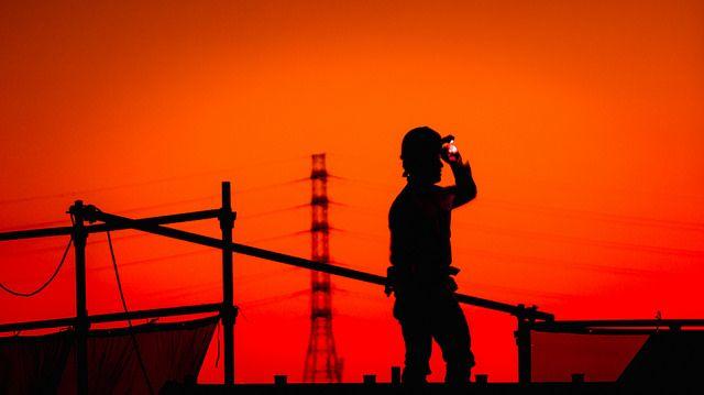 פועל בניין, גבר בעבודה