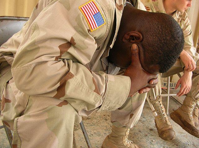 חייל אמריקני בוכה