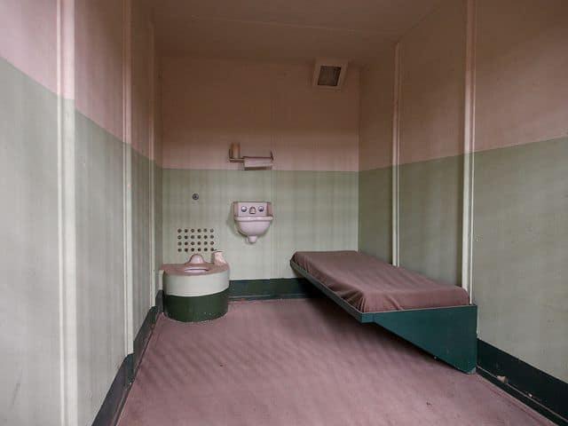 """תא בידוד, כלא, ארה""""ב"""