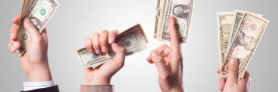 ידיים מחזיקות דולרים, כסף ביד
