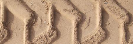 עקבות בחול, עקבות צמיגים