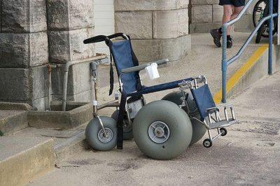 כיסא גלגלים, חוף הים, חול